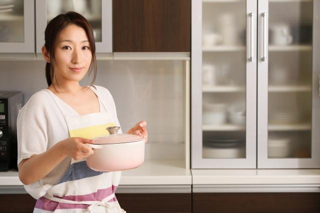 女性と料理